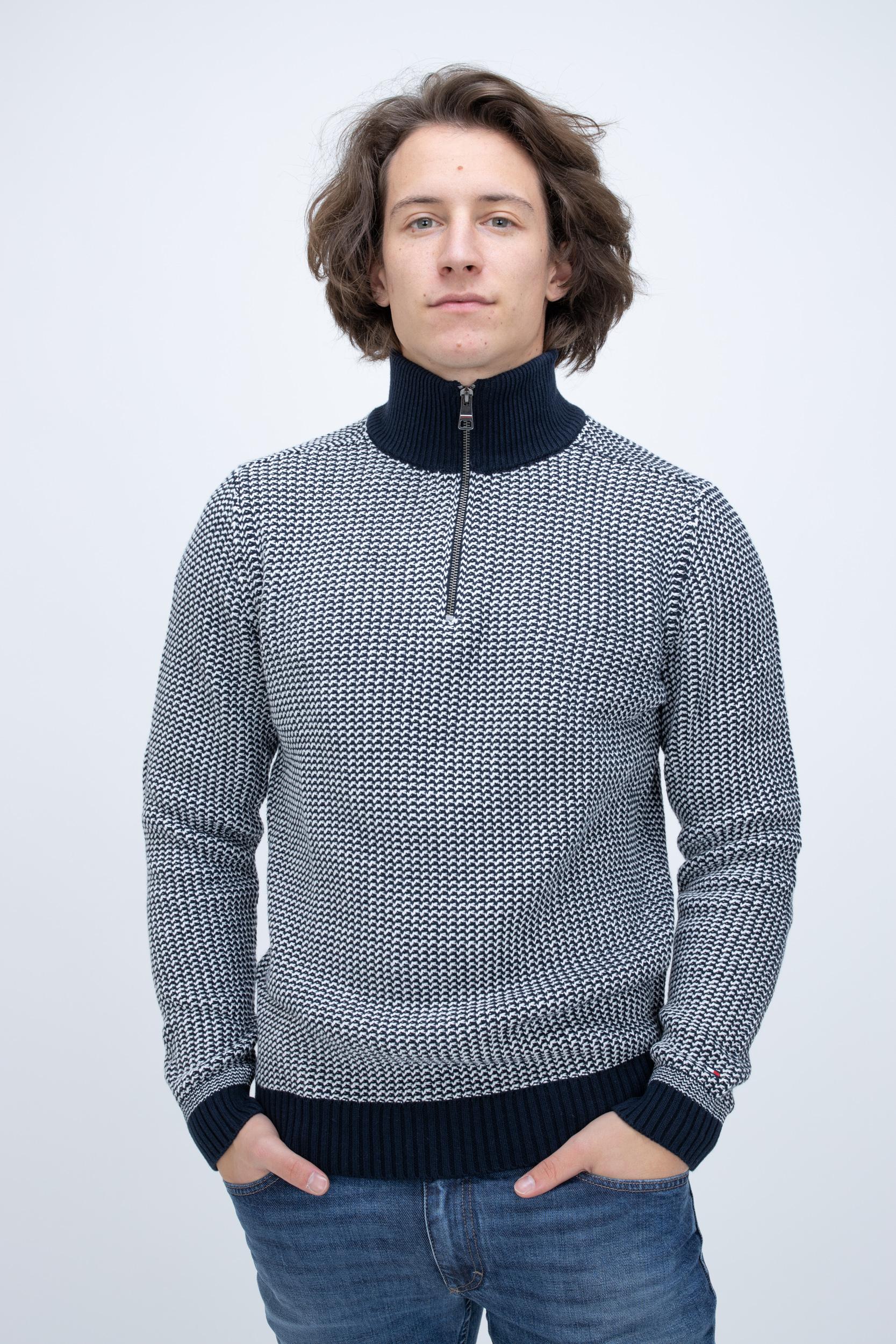 Pullover Texture Zip Mock