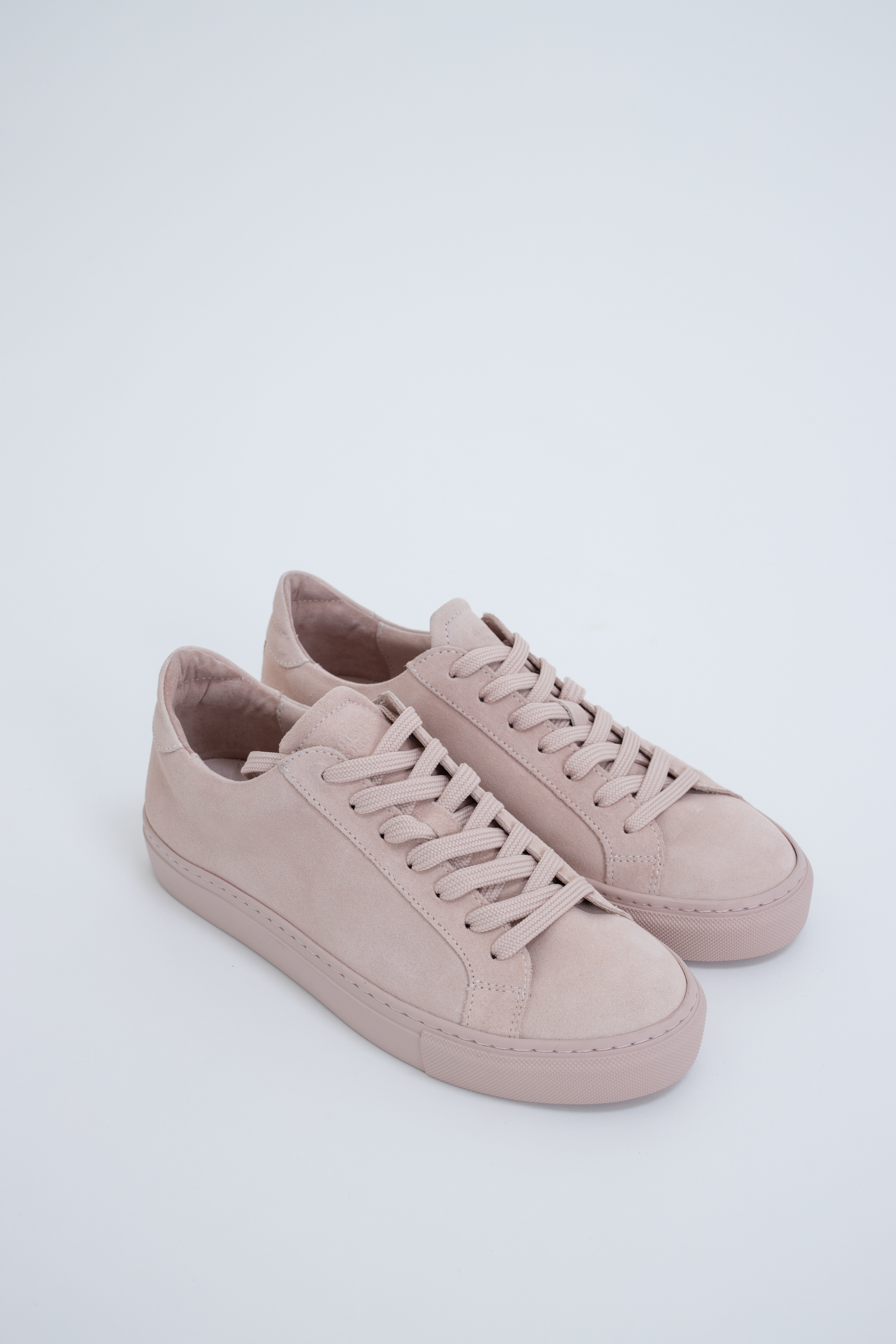 Sneaker Type Nude