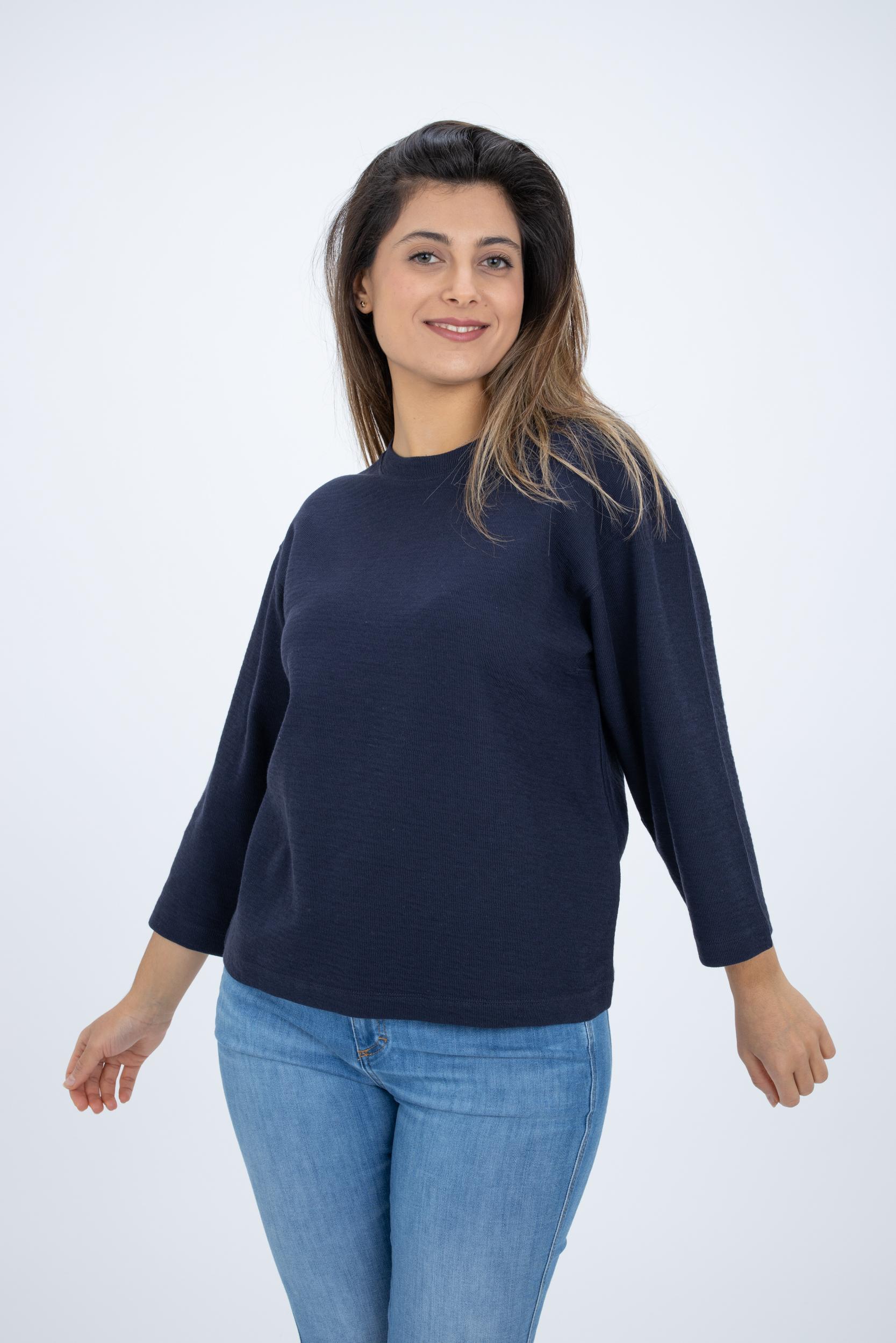 Shirt mit überschnittener Schulter